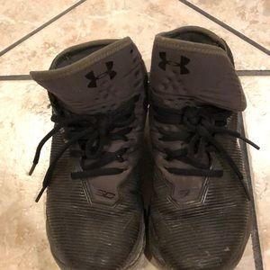 Boys under armour shoes Steph Curry